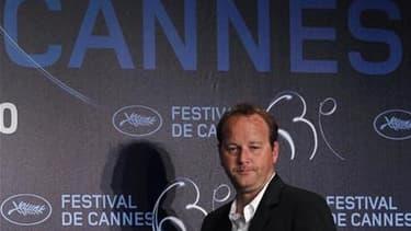 """Le réalisateur Xavier Beauvois, à Cannes. Deux films français en lice pour la Palme d'Or du 63e Festival de Cannes, """"Des hommes et des dieux"""" de Xavier Beauvois et """"Tournée"""" de Mathieu Amalric, ont reçu samedi respectivement le Prix du Jury oecuménique et"""