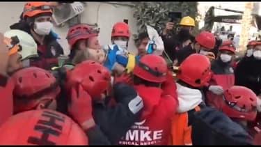 Séisme en Turquie: une fillette de quatre ans secourue après 91 heures sous les décombres d'un immeuble