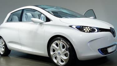 La Renault Zoé sera bientôt disponible chez les concessionnaires, mais la question du chargement de la voiture électrique reste ouverte.