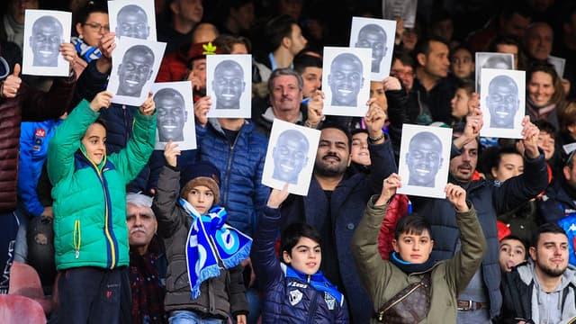 Cris racistes en Italie: les beaux messages de soutien des supporters de Naples à Koulibaly