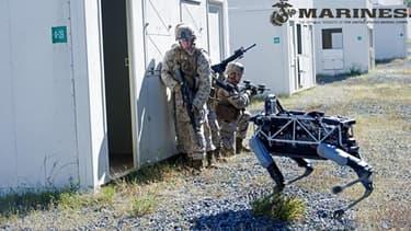 Spot, créé par Boston Dynamics, s'entraîne avec des Marines américains.