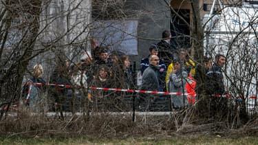 Les familles des victimes se sont rendues dans les Alpes-de-Hautes-Provences, près du lieu du crash.