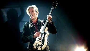 David Bowie en concert au Forum de Copenhague en 2003.