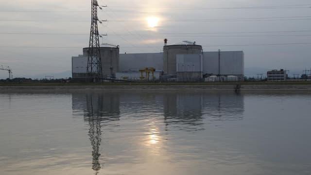 Les quatre fédérations syndicales de l'énergie (CGT, FO, CFDT et CFE-CGC) ont déposé lundi un recours devant le Conseil d'État contre la nomination de Francis Rol-Tanguy, chargé de la fermeture de la centrale nucléaire de Fessenheim, mettant en avant des