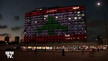 La mairie de Tel Aviv arbore le drapeau Libanais sur sa façade en hommage aux victimes de l'explosion