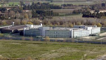 Le centre de détention de Tarascon, le 4 décembre 2003.