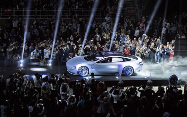 Lors d'un show spectaculaire devant 10.000 personnes à Pekin, LeEco à présenté son prototype de véhicule électrique.