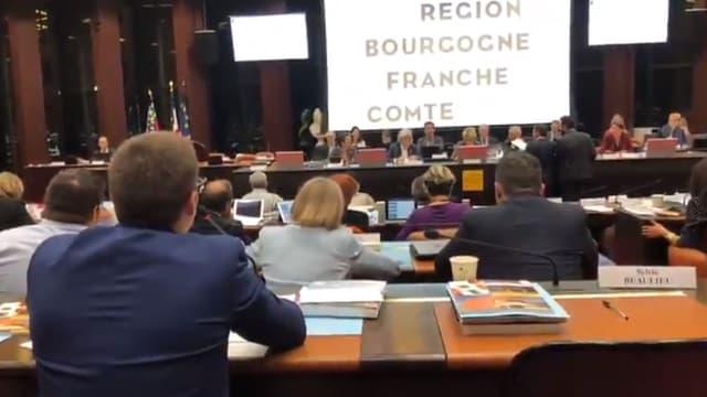 Un élu RN prend à partie une femme voilée lors du conseil régional de Bourgogne-Franche-Comté: vive polémique sur les réseaux sociaux