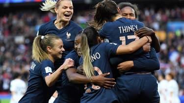 Les joueuses de l'Équipe de France face à la Corée du Sud en match d'ouverture