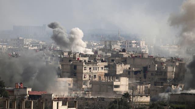 La ville d'Hamouria sous les bombardements, dans la Ghouta orientale le 20 février 2018