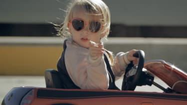 A 5 ans, Lila Kunis est déjà une petite star du net avec ses essais de voitures pour enfant