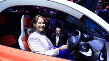 Ségolène Royal, en visite en tant que ministre de l'Environnement au Mondial de l'Auto 2016.