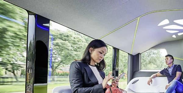 Dix caméras, des radars courte et longue portées mais aussi un GPS pointu au centimètre près, tel est l'arsenal technologique de ce bus de la ville 2.0.