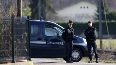 Des gendarmes sur une route près de Domessin, lors du transport de Nordahl Lelandais, le 14 février 2018.