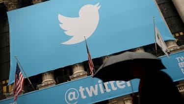 Twitter interdit désormais à ses utilisateurs de poster du contenu sexuel explicite sans l'autorisation de la personne concernée.