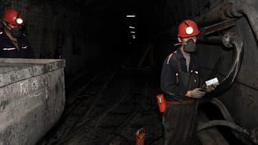 Des ouvriers chinois travaillent dans une mine de charbon (illustration)