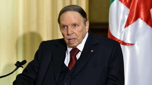 Le président algérien Abdelaziz Bouteflika lors d'un meeting à  Alger,  le 10 avril 2016.