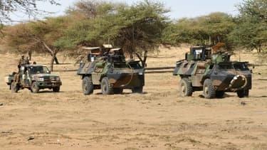 Des soldats de l'opération Barkhane en patrouille au Mali en mars 2016