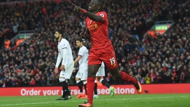 Sadio Mané célèbre un but.