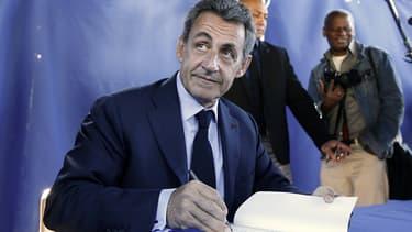 Nicolas Sarkozy en séance de dédicace le 3 mars 2020.