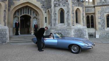 C'est dans ce modèle inédit de Jaguar, une emblématique Type E convertie en voiture électrique, que Meghan et Harry ont rejoint la soirée de leur mariage.
