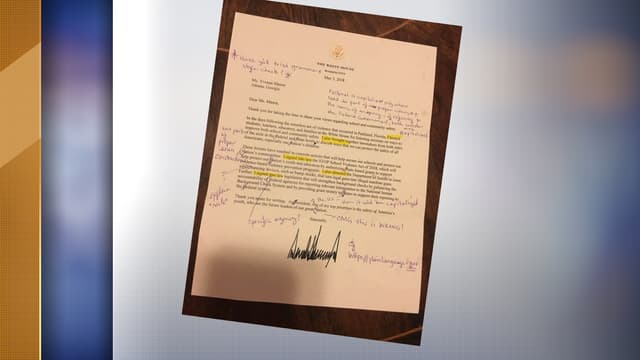 La lettre de la Maison Blanche, corrigée avec soin par Yvonne Mason.