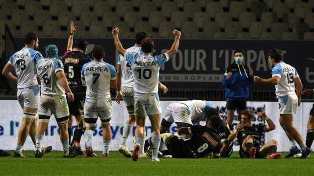 Les joueurs de Bayonne fêtent un essai lors du match de Top 14 à domicile face à Brive, le 14 février 2021