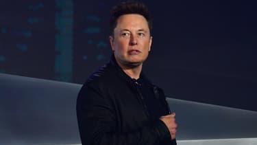 Elon Musk, patron de Tesla, a fait plonger le cours de l'action après plusieurs tweets déconcertants.