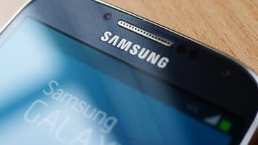 Samsung a déjà vendu 10 millions d'exemplaires de son Galaxy 4S en moins d'un mois. Mais Apple accuse le sud-coréen d'avoir violé ses brevets pour sortir ce nouveau smartphone.