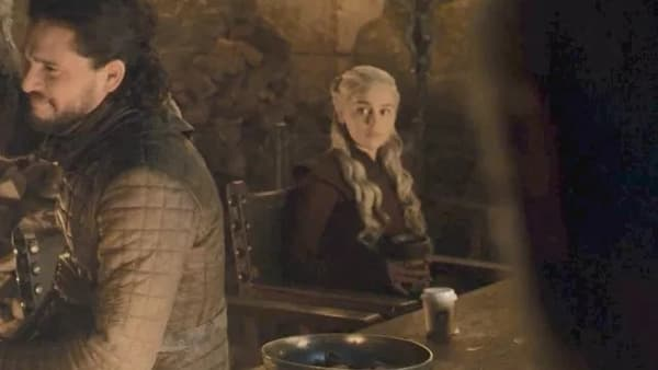 Le gobelet Starbucks dans Game of Thrones