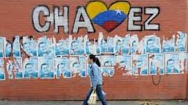 Hugo Chavez a imposé en 2003 un contrôle des prix sur certains produits, ce qui les rend plus intéressants à l'achat et entraînent une pénurie.