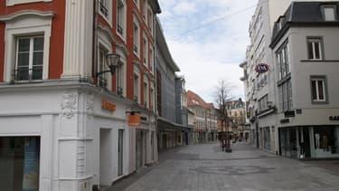 Une rue déserte à Mulhouse le 17 mars 2020.