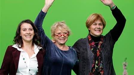 Les écologistes français, dont Cécile Duflot, Eva Joly et Dominique Voynet (de gauche à droite) se sont retrouvés à Lyon samedi pour fonder un nouveau parti unifié avec lequel ils espèrent devenir une force politique majeure, sur fond d'impopularité du po