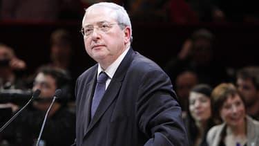 Jean-Paul Huchon, le président socialiste à la tête du conseil régional d'Ile-de-France a répliqué à l'article du Canard Enchaîné, dès mardi soir.
