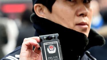Un policier chinois en mars 2015