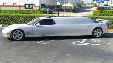 Ceci n'est pas un montage, mais une vraie RX-7 limousine. Une vraie folie, qui a pourtant trouvé preneur.