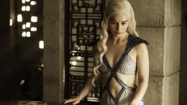 Daenerys Targaryen, interprétée par Emilia Clarke, dans la saison 5 de Game Of Thrones.