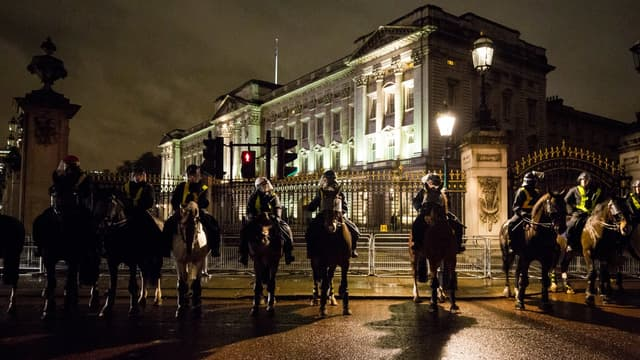 Des policiers devant Buckingham palace, en 2015. (Photo d'illustration)
