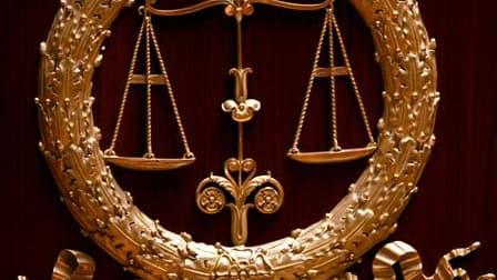 Un policier de 47 ans a été condamné jeudi à six mois de prison avec sursis pour des violences commises en 2010 sur des personnes gardées à vue au commissariat de Manosque, dans les Alpes-de-Haute-Provence. /Photo d'archives/REUTERS/Charles Platiau