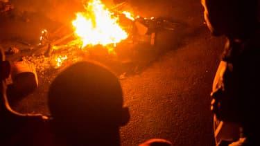 Des images du brasier d'une des victimes du lynchage, jeudi soir, à Nosy Be.