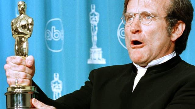 Robin Williams, ici en 1998 lors de la cérémonie des Oscars, était atteint de la maladie de Parkinson selon sa femme.