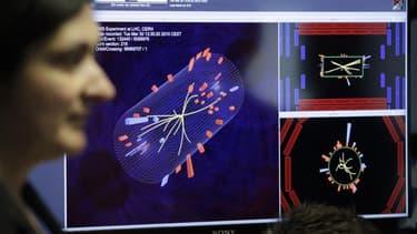 Les scientifiques du Cern ont décidé lundi d'accélérer le rythme de leurs expériences afin d'établir d'ici la fin de l'année si le boson de Higgs, particule élémentaire qui pourrait avoir joué un rôle crucial dans la formation de l'univers, existe ou non.