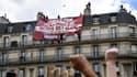Une banderole identitaire a été déployée pendant la manifestation antiraciste de ce samedi 13 juin à Paris.