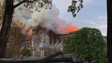Notre-Dame de Paris en flammes.