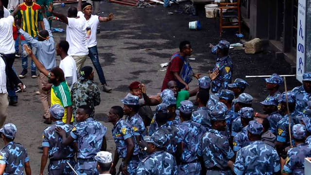 Des forces de sécurité éthiopiennes après l'explosion à Addis-Abeba