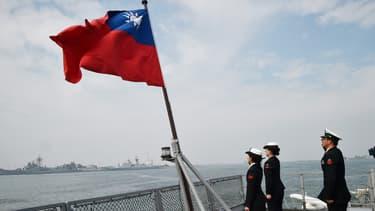 """Cette vente d'armes servira à """"moderniser"""" l'équipement taïwanais et """"n'affectera pas l'équilibre de base des forces militaires dans la région""""."""