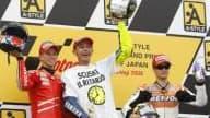 Valentino Rossi aux côtés de Casey Stoner à gauche et Dani Pedrosa à droite