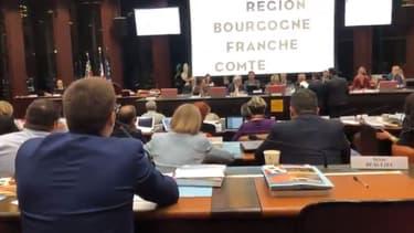 Un élu RN prend à partie une femme voilée lors du conseil régional de Bourgogne-Franche-Comté: vive polémique sur les réseaux sociaux - Capture d'écran Twitter