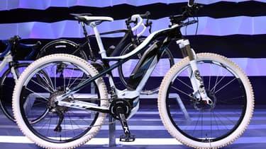 """Les Français s'équipant de vélos à assistance électrique vont pouvoir toucher 200 euros de """"bonus"""". (image d'illustration)"""
