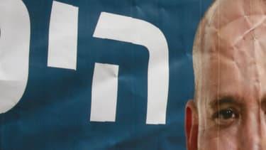 Le visage du ministre de l'Education, Naftali Bennet, sur une affiche de son parti, le Foyer juif, un parti religieux nationaliste.